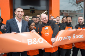 Footballing legend Martin Keown helped officially open the new high st B&Q
