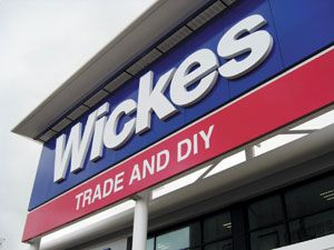 Wickes buys 13 Focus stores