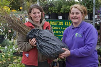 Louise Kennedy from community group Woodland Explorers with Fiona Smart, head of plants at Monkton