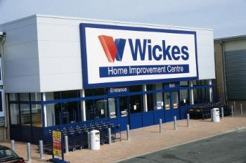 Wickes sales marred by wet weather in Q1